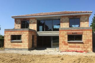Maison contemporaine, construction dans le Rhône